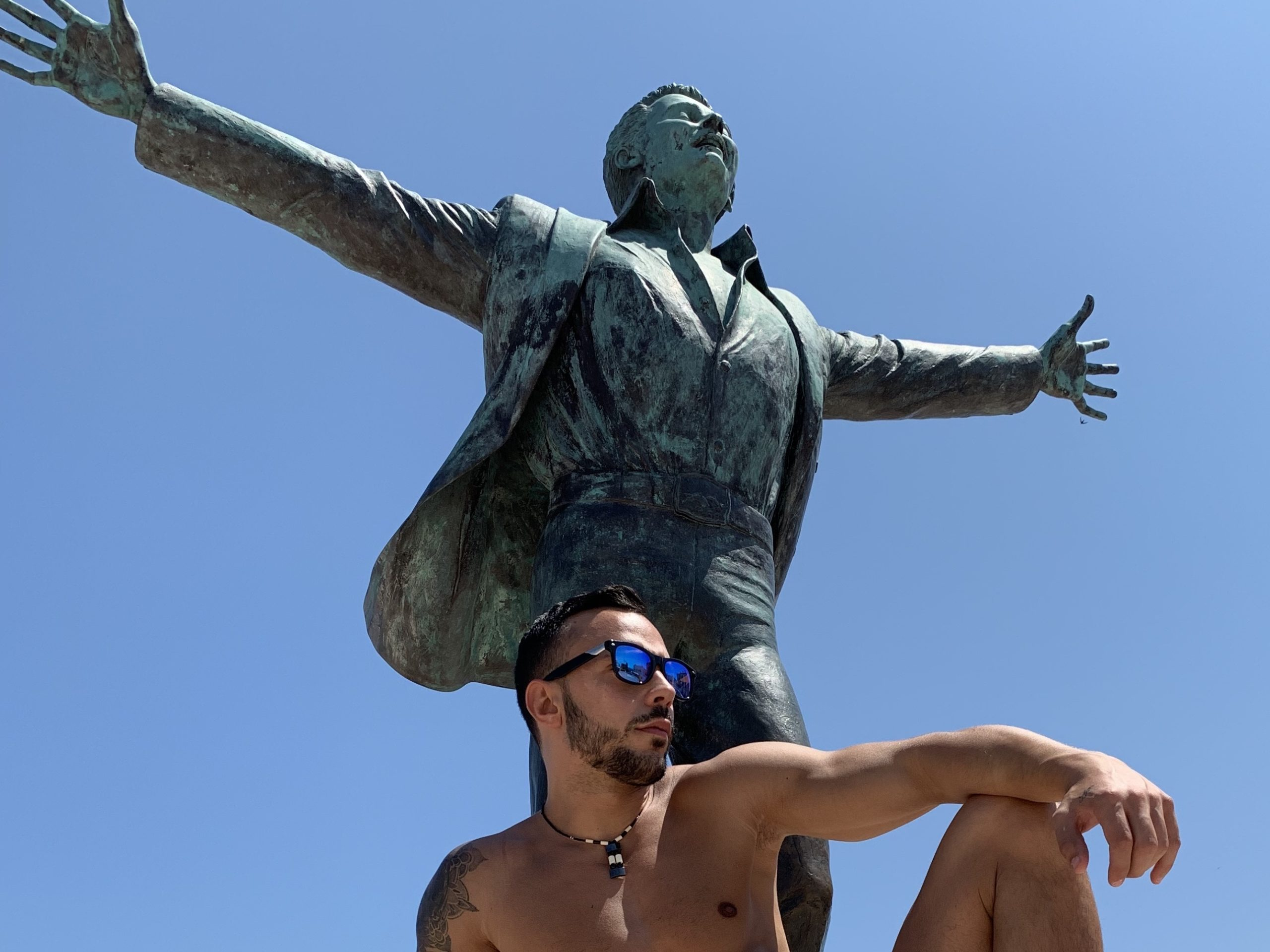 Volare - the statue of Domenico Modugno, Polignano a Mare's most famous son. Nel blu di pinto di blu...