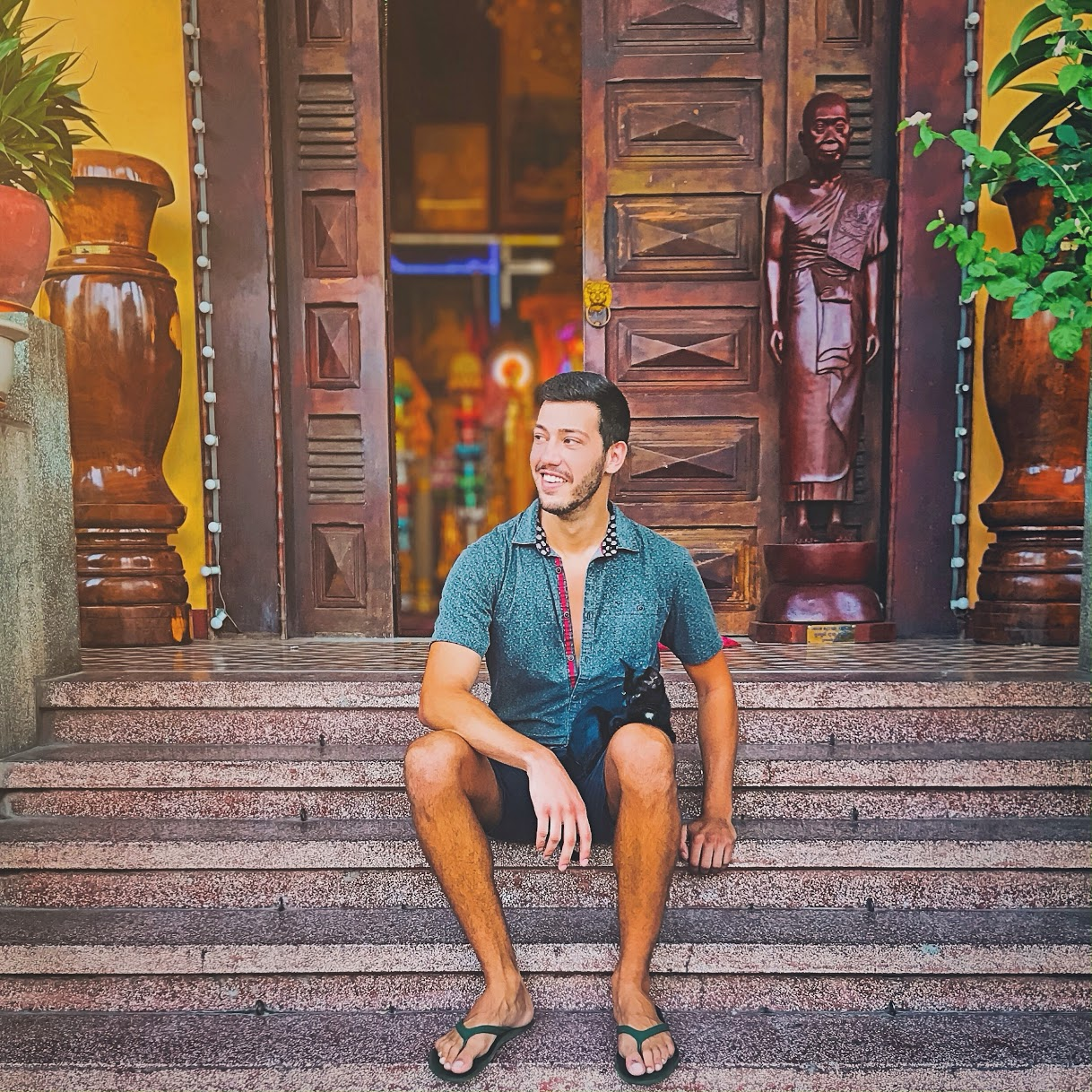 wolfyy.com - authentic, local gay travel information you can rely on